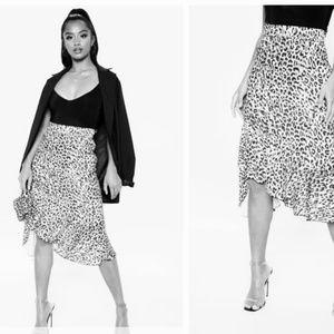 Pretty little thing petite leopard ruffle skirt